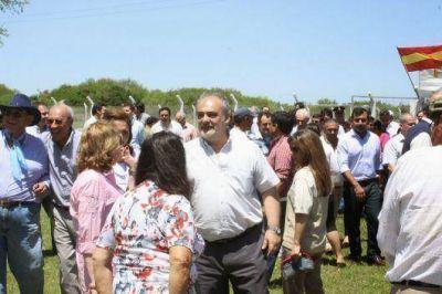 El Gobernador Ricardo Colombi y su gabinete visitaron Paso de la Patria