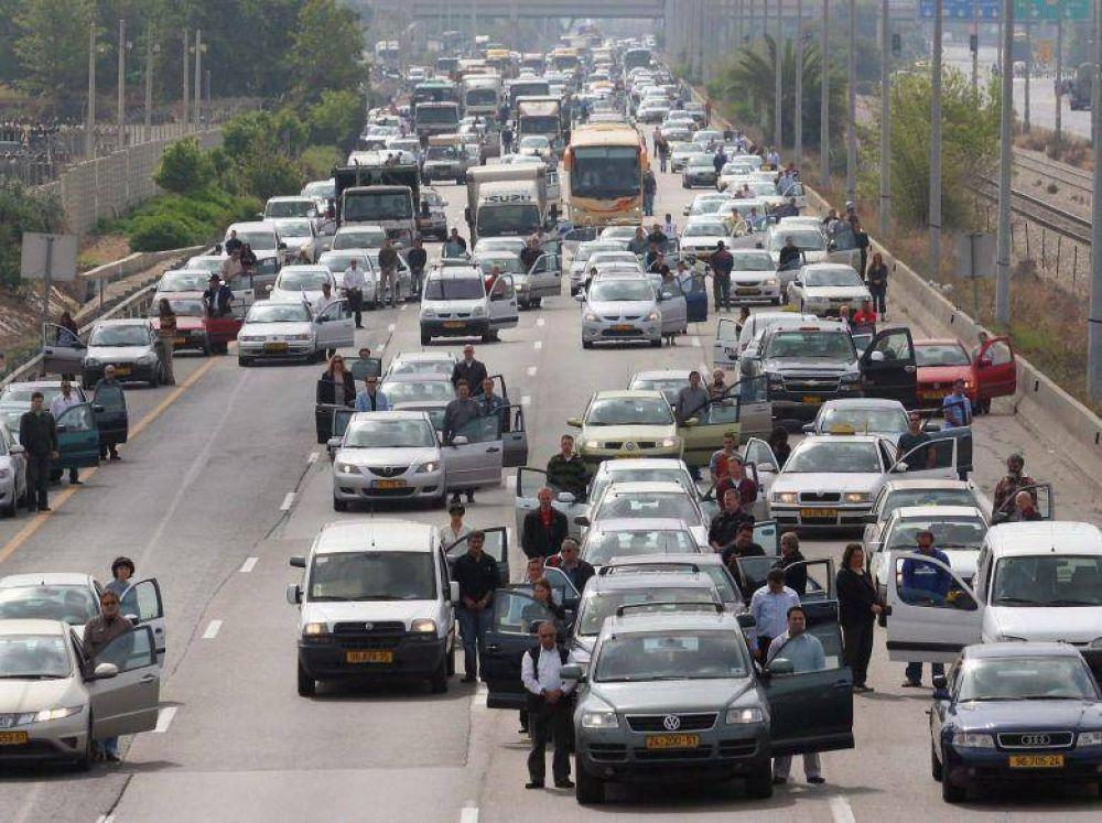 ¿Por qué los israelíes mantienen un momento de silencio ante el sonido de sirenas durante el Día de Recordación del Holocausto?