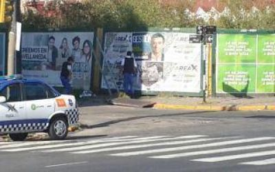 Avellaneda: Denuncian que Policía Local quita carteles opositores