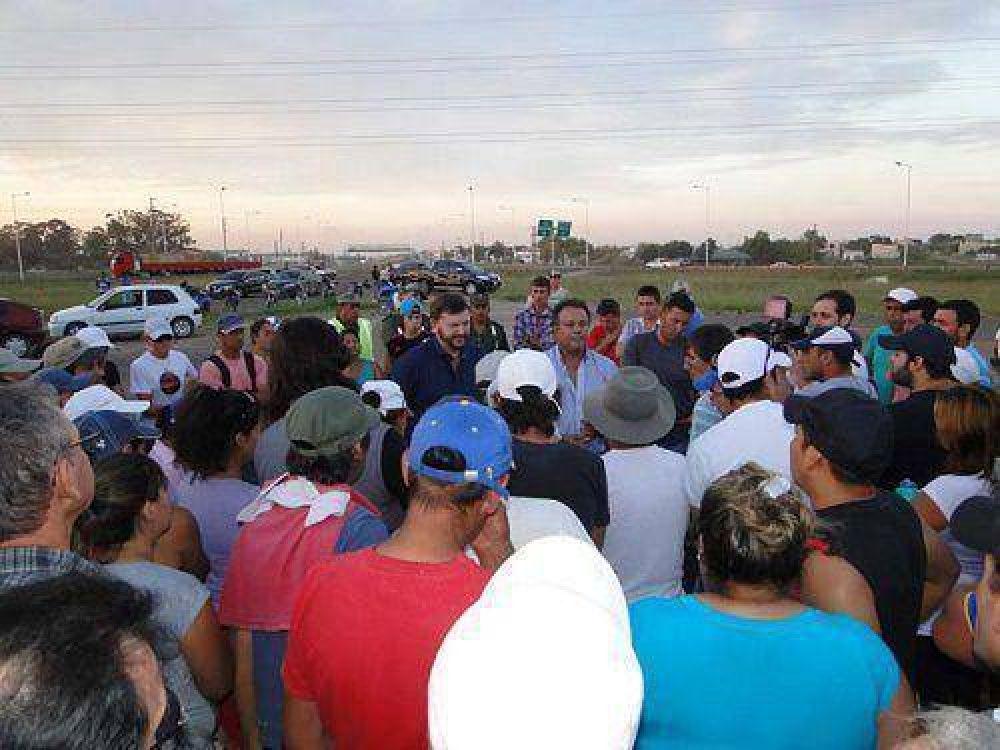 Schunk se reunió con los trabajadores citrícolas y tras el encuentro se levantó la protesta en la Autovía 14