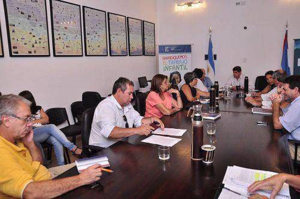 """ATE y UPCN aceptaron la propuesta salarial ofrecida por Ejecutivo aunque la declararon """"insuficiente"""""""
