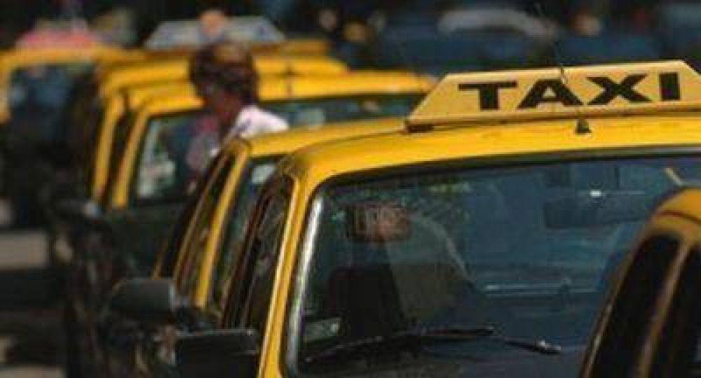 La disputa entre taxistas por el GPS y mamparas no acaba
