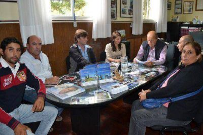 El intendente Paredi se reunió con vecinos de Vivoratá por la problemática de la planta de harina de pescado
