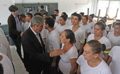 Ferraresi compartió una reunión con aspirantes de la Policía Comunal