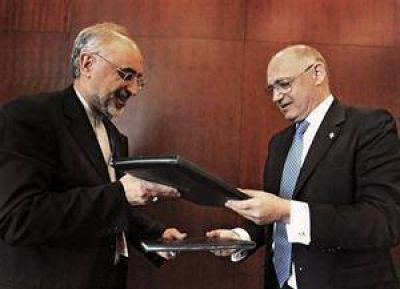 Postergan una definición sobre el Memorándum firmado con Irán