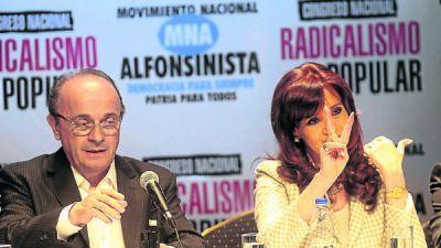 Con elogios a Alfonsín, Cristina sumó otro sector de radicales K
