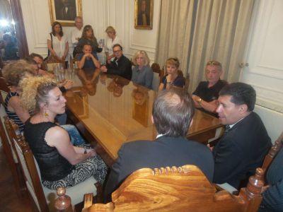 El vicegobernador Sergio Casas recibió a los familiares franceses