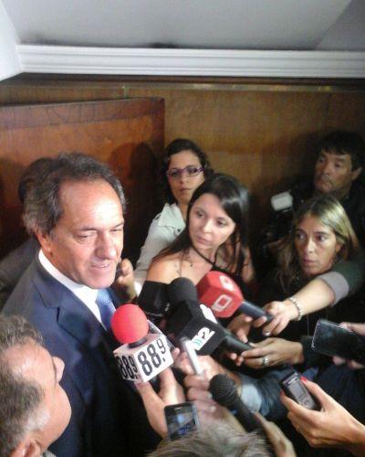 Scioli se mostró con Recalde y halagó su capacidad de gestión de cara a las elecciones