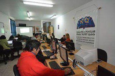 """Biblioteca """"Kunfi"""" Quirós trabaja en inclusión digital"""