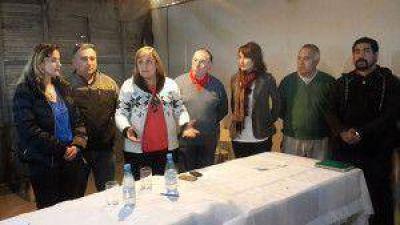 Se firmó el contrato para beneficiar a 850 familias de la Margen Sur con obras de agua y cloacas