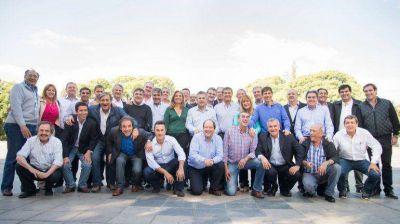 Ernesto Sanz reunió a todos los candidatos a gobernador de la UCR