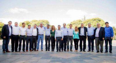 Massa y Macri no fueron a Mendoza por la dura interna radical