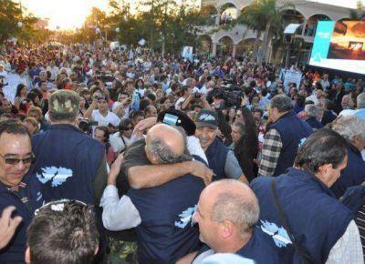 Una multitud recibió al segundo contingente que viajó a Malvinas