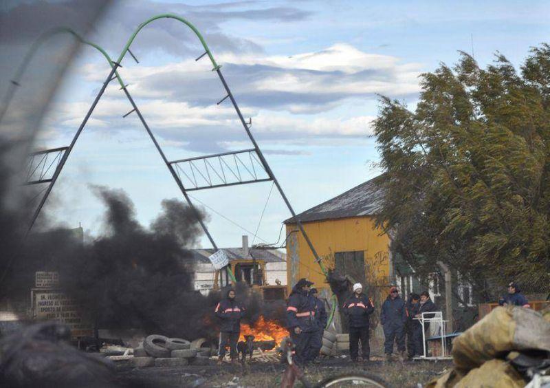SOEM bloquea acceso al Vaciadero e impide la entrada y salida camiones de recolección