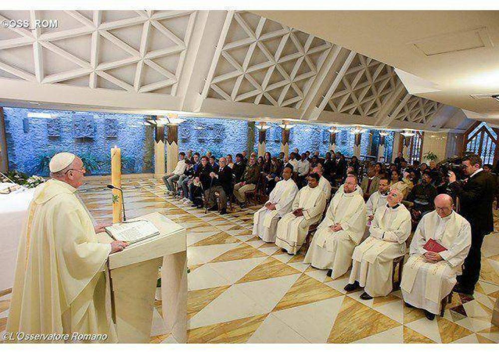 Papa: los mártires nos ayudan a no transformar la fe en poder