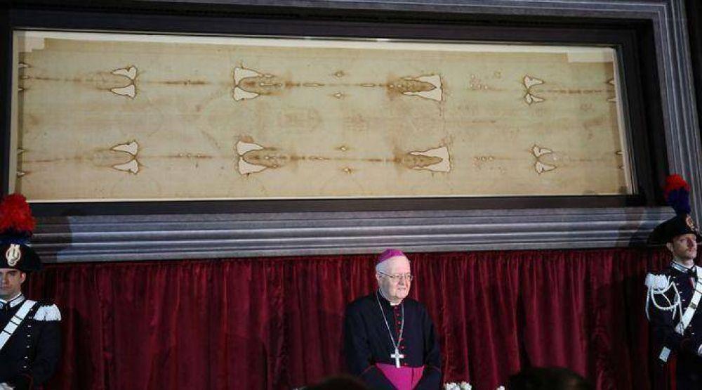 Arzobispo de Turín explica el mensaje de la Sábana Santa que llega al corazón de la gente