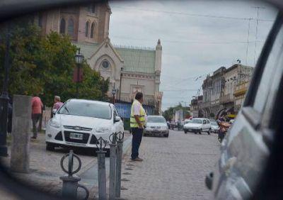 Los trapitos se adueñaron del estacionamiento en la zona turística