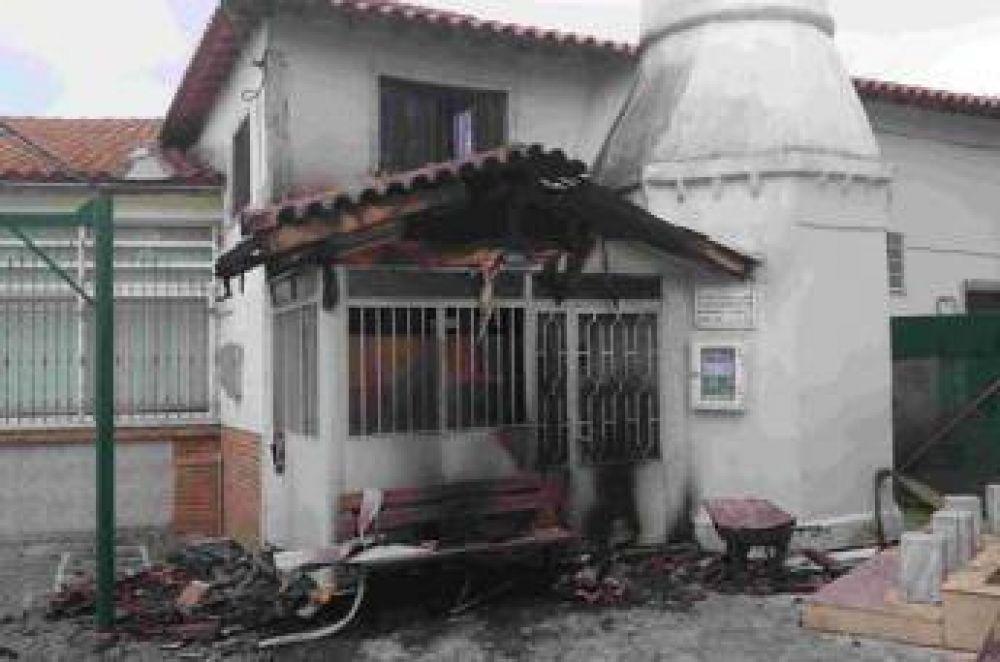 Incendian dos mezquitas en Grecia