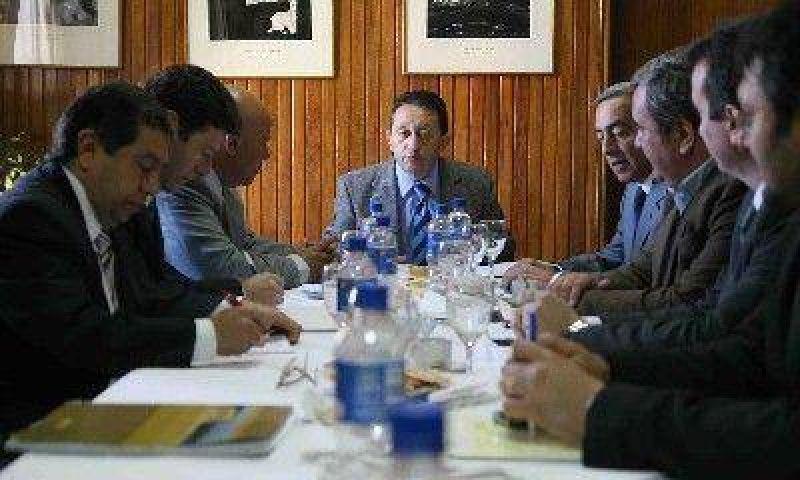 Intendentes le mostraron a Jaque un panorama grave en las finanzas