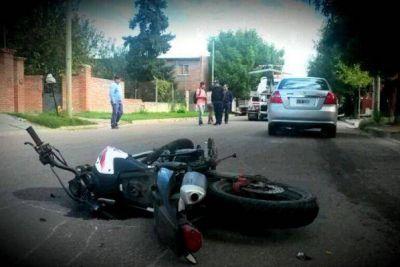 Un motociclista chocó y se encuentra grave