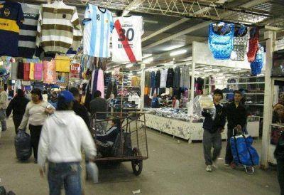 Denunciar�n a los administradores de La Salada por venta ilegal de mercader�a