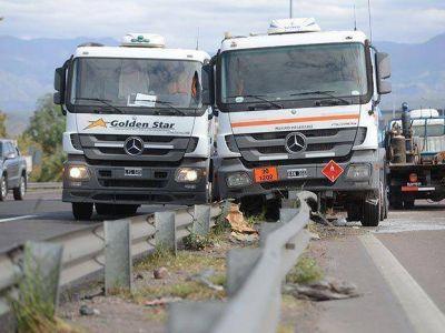 Demoras en el acceso Este por el choque de dos camiones