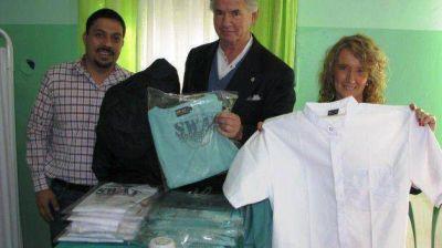 El Ministerio de Salud entregó indumentaria de trabajo al personal del Hospital de Rawson