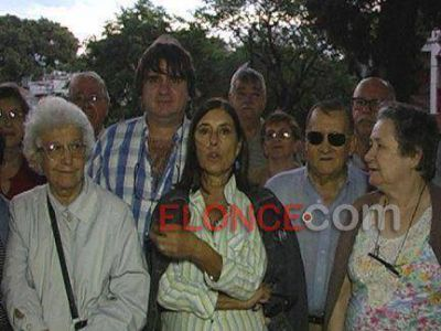 Vecinos se reunieron en Plaza Belgrano preocupados ante la posible instalaci�n de una antena de telefon�a