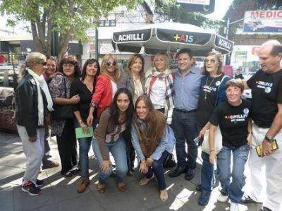 Diego Achilli y M�nica L�pez recorrieron el centro de Caseros