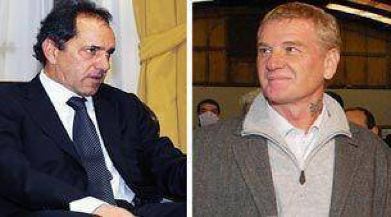 El Gobernador bonaerense recibe a Francisco de Narváez y a Felipe Solá al iniciar ronda de diálogo