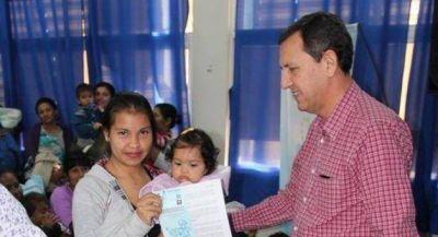 Entregaron tarjetas sociales a m�s de noventa beneficiarios de la capital