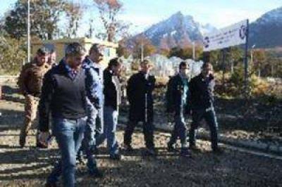 Clínica y Polideportivo: Sciurano y dirigentes de la UOM recorrieron el inicio de obra
