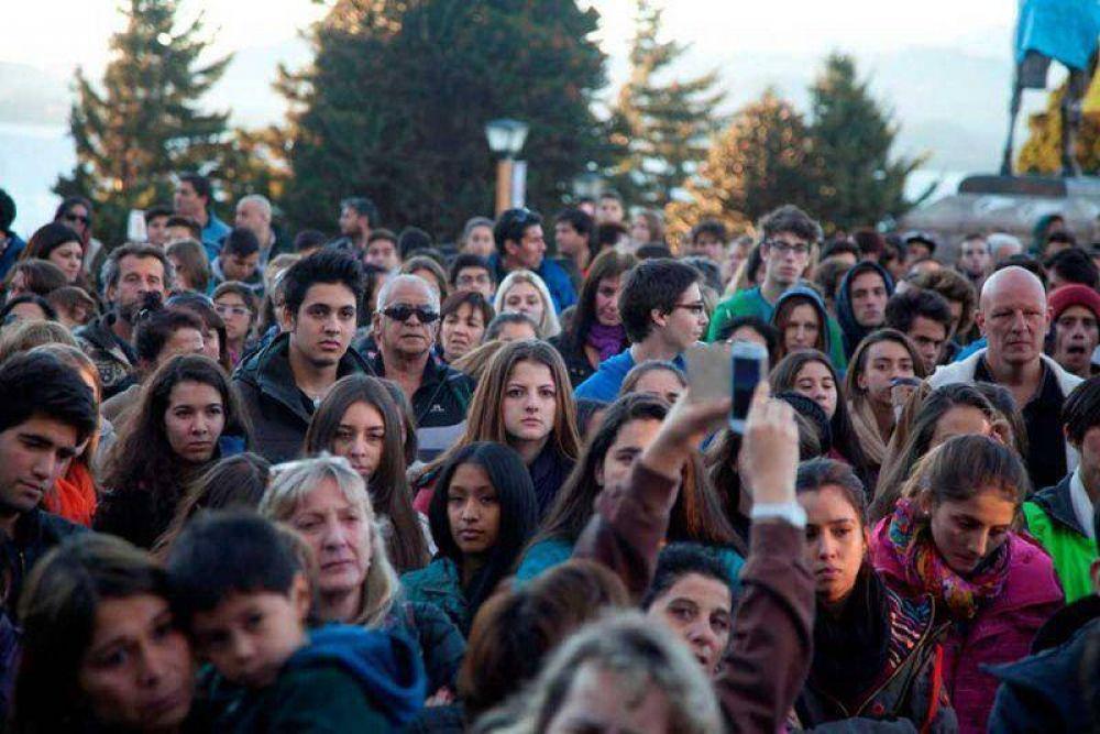 Más de mil estudiantes marcharon por la paz