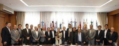Alicia Kirchner: �En estos a�os se han entregado m�s de 6 millones de guardapolvos con mano de obra argentina�