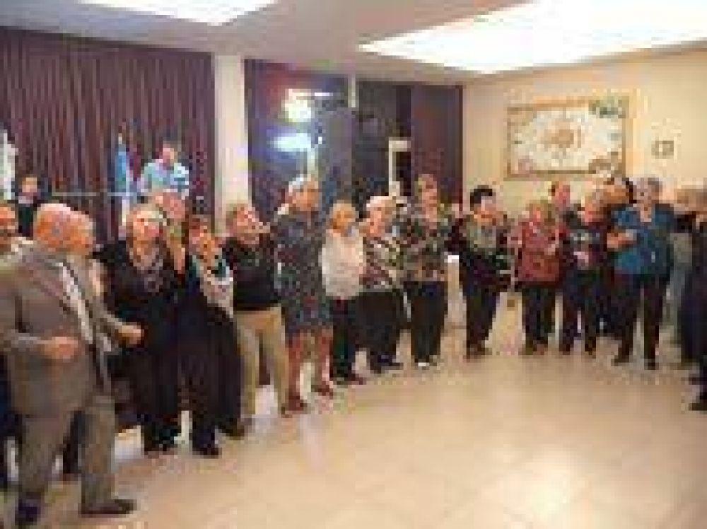 Celebración del Seder de Pesaj en el Hogar Ledor Vador