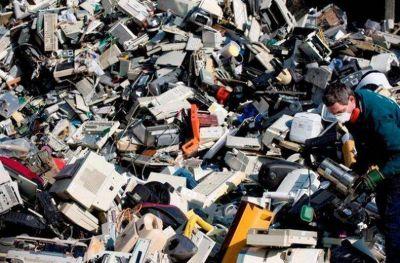Se desechan y guardan miles de residuos electrónicos diariamente