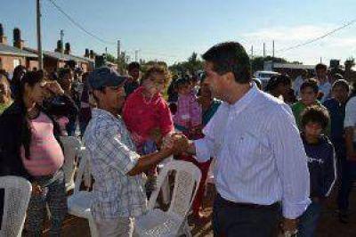 Sáenz Peña: El Gobernador entregó certificados de ocupación a familias originarias