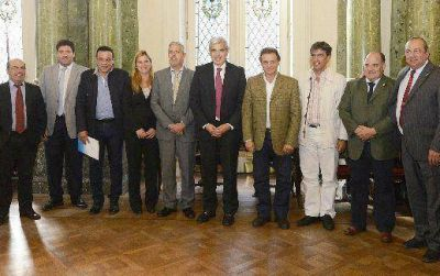 Julián Domínguez analizó con intendentes vecinalistas el futuro de la Provincia