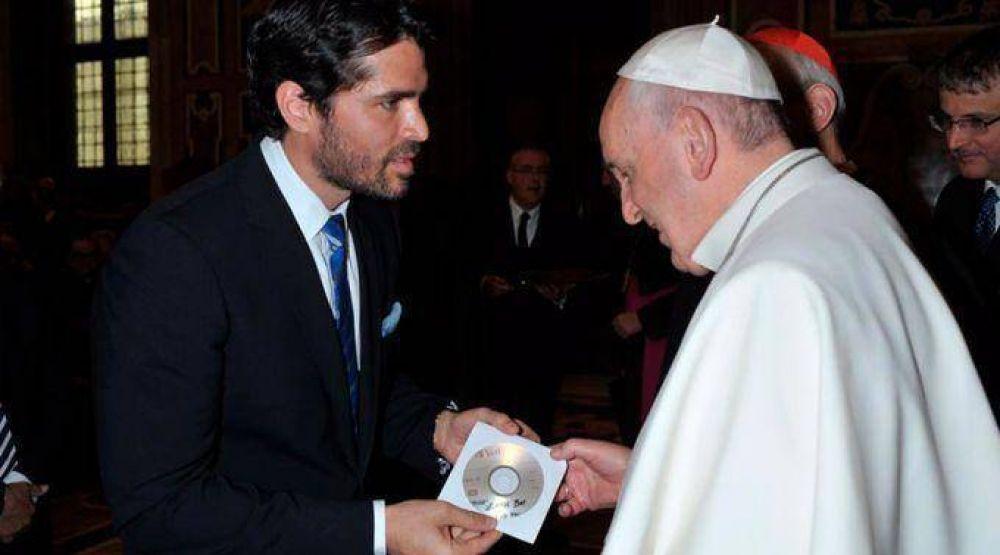 """[VIDEO] Eduardo Verástegui presenta película """"Little boy"""" al Papa Francisco"""