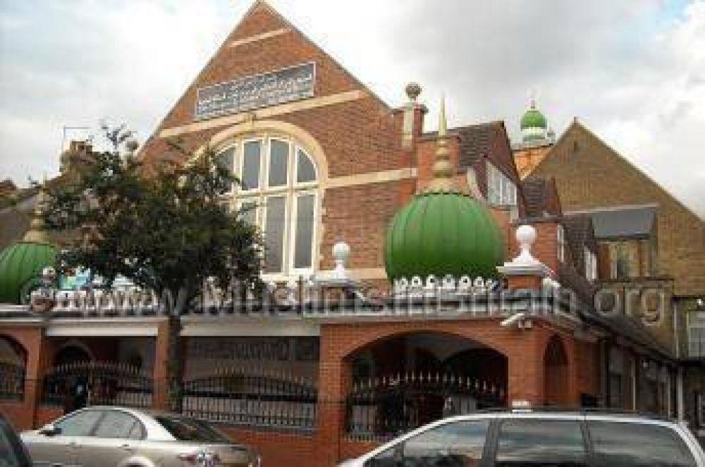 Musulmanes buscan crear centro educativo islámico en Londres