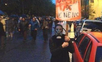 Necochea: Vecinos marchan luego de autoevacuarse una vez más por los gases tóxicos