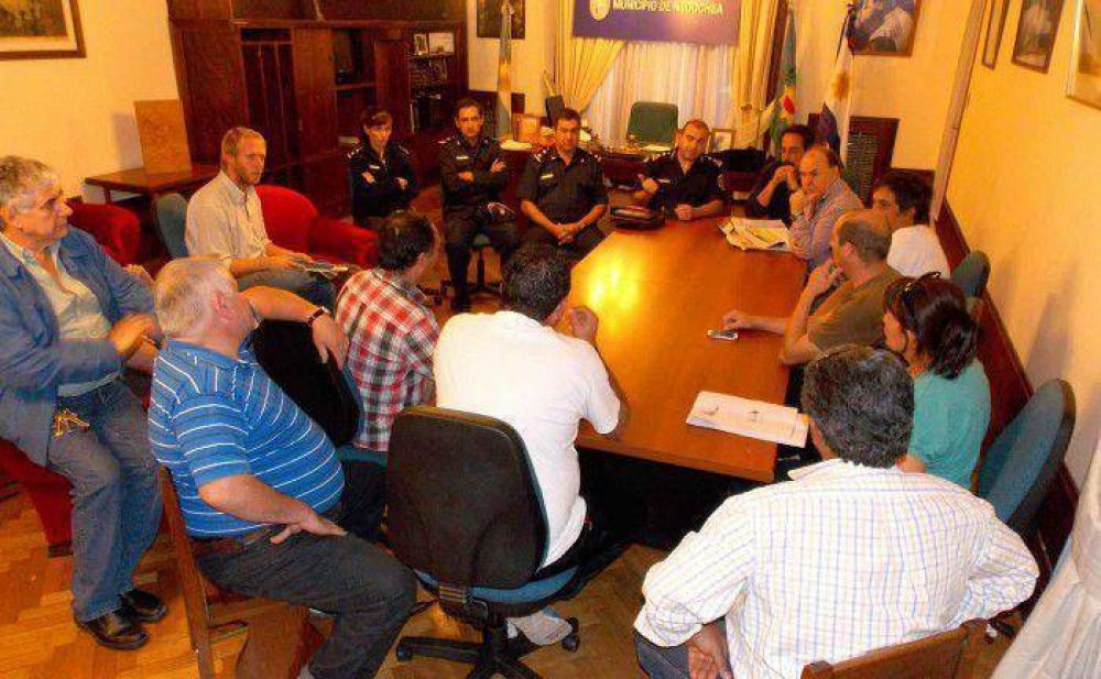 Remiseros dialogaron con policí y Vidal