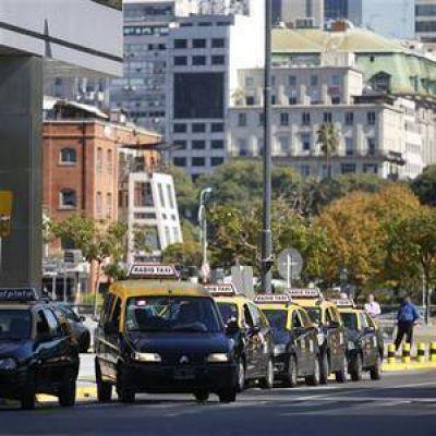 Los usuarios se quejan de que cada vez más taxistas no conocen la ciudad