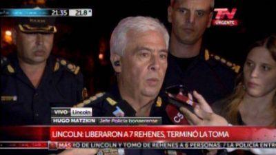 Tras seis horas de tensión, la Policía Bonaerense rescató a los rehenes en el banco de Lincoln