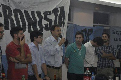 Faltazo: Berni dejó mal parado a Bruera adelante de toda la militancia