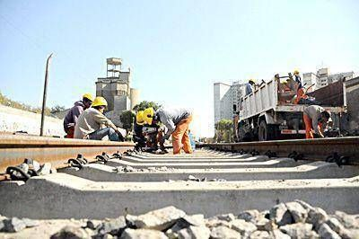 La renovaci�n de las v�as del ferrocarril, en su etapa final