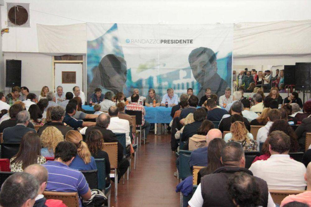Realizaron un plenario político en respaldo a la candidatura de Randazzo como Presidente