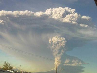 Experta chilena señala que erupción podría durar semanas o meses