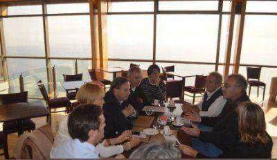 Funcionarios y legisladores se reunieron con empresarios turísticos y hoteleros