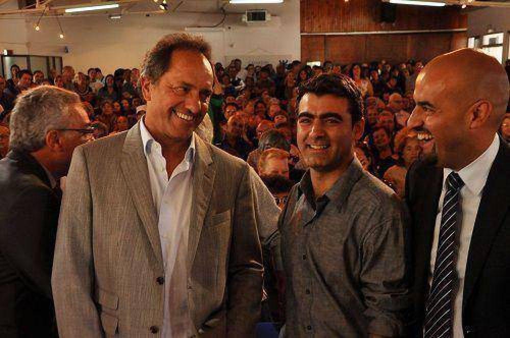 La Provincia entregó 350 escrituras de viviendas a familias de Tigre
